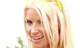Prowokująca blondynka w bikini - Anikka Albrite, Porno Hd